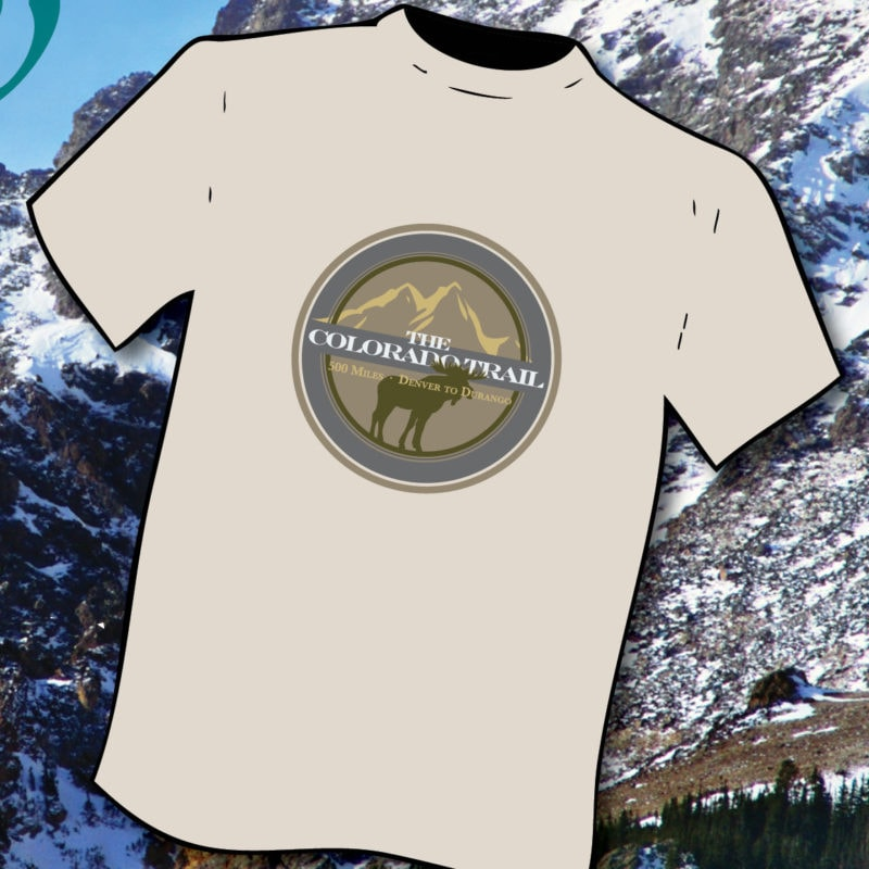 Moose fauna T-shirt against mountain backdrop
